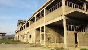 Byggnader av gamla brutna och övergav branscher i stad av Banja Luka - 12 Arkivbild