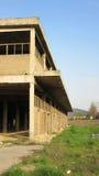 Byggnader av gamla brutna och övergav branscher i stad av Banja Luka - 14 Royaltyfria Bilder
