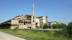 Byggnader av gamla brutna och övergav branscher i stad av Banja Luka - 16 Arkivfoto