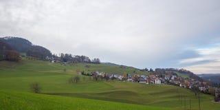 Byggnader av Läufelfingen i de Jura bergen Fotografering för Bildbyråer