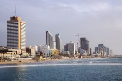 Byggnader av moderna hotell på den Tel Aviv sjösidan arkivfoto