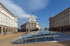 Byggnader av rådet av ministrar och det tidigare kommunistpartihuset i Sofia, Bulgarien royaltyfria foton