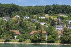 Byggnader av staden av Aarau längs den Aare floden Fotografering för Bildbyråer