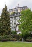 Byggnader bland träden i Lucerne Royaltyfri Fotografi