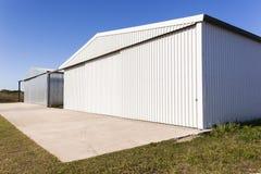 Byggnader för metalllagerhangarer Arkivbild