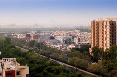 Byggnader, grönska och gator i Noida Royaltyfri Fotografi