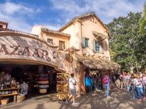 Byggnader i Adventureland på Disneyland parkerar royaltyfri bild