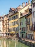 Byggnader i Annecy, Frankrike Arkivbilder
