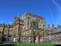 Byggnader i borggård inom den Lancaster slotten Arkivbilder