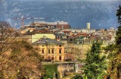 Byggnader i centret av Genève fotografering för bildbyråer
