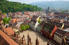 Byggnader i den Freiburg im Breisgau staden, Tyskland Royaltyfri Bild