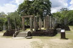 Byggnader i forntida förstörd stad för polonnaruwa i Sri Lanka Royaltyfria Foton