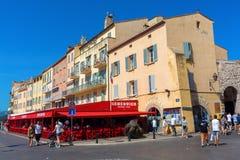 Byggnader i hamnen av Saint Tropez, Frankrike Arkivbild