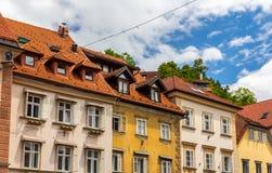 Byggnader i historisk mitt av Ljubljana, Slovenien Royaltyfri Bild