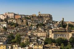 Byggnader i Loreto Aprutino Abruzzo Royaltyfria Foton