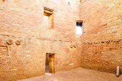 Byggnader i nationellt historiskt för Chaco kultur parkerar, NM, USA Arkivfoto