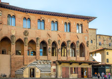 Byggnader i Piazza Duomo i Pistoia Arkivbild