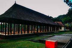 Byggnader i templet av tanden av Buddha Sri Lanka arkivbild