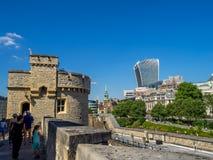 Byggnader inom torn av London royaltyfria foton