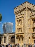 Byggnader inom torn av London royaltyfria bilder