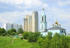 byggnader kyrktar hög ny ortodox stigning arkivfoton