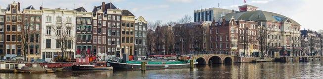 Byggnader längs Amstelen Arkivfoton