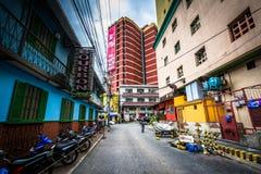 Byggnader längs Badajos, i Poblacion, Makati, tunnelbana Manila, Royaltyfri Bild