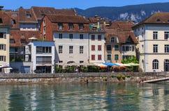 Byggnader längs den Aare floden i Solothurn, Schweiz Royaltyfria Foton