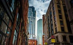 Byggnader längs den Essex gatan i Boston, Massachusetts royaltyfri bild