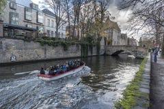 Byggnader längs den Groenerei kanalen Fotografering för Bildbyråer