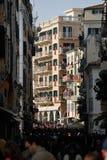 Byggnader med röda baner i Korfu arkivbild