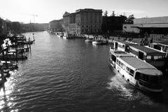 Byggnader och fartyg i Venedig Royaltyfri Foto