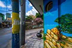 Byggnader och gata i Poblacion, Makati, tunnelbana Manila, phien Arkivbild