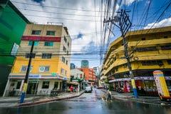 Byggnader och gata i Poblacion, Makati, tunnelbana Manila, phien Arkivfoto