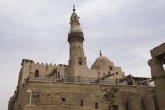 Byggnader och kolonner av forntida egyptiska megalit Forntida fördärvar av egyptiska byggnader Royaltyfria Foton