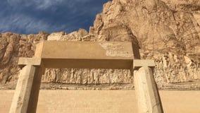 Byggnader och kolonner av forntida egyptiska megalit Forntida fördärvar av egyptiska byggnader Fotografering för Bildbyråer