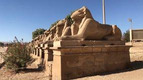 Byggnader och kolonner av forntida egyptiska megalit Forntida fördärvar av egyptiska byggnader Royaltyfri Fotografi
