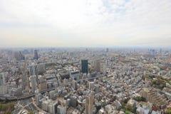 Byggnader och shoppar i en lantlig del av Tokyo Arkivfoto