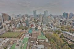 Byggnader och shoppar i en lantlig del av Tokyo Arkivbilder
