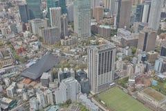 Byggnader och shoppar i en lantlig del av Tokyo Royaltyfria Bilder