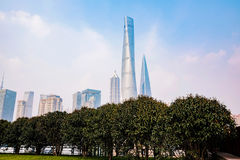 Byggnader och skyskrapor i i stadens centrum Shanghai Royaltyfri Foto