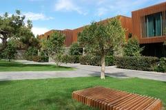 Byggnader och träd i lyxigt hotell i Turkiet Arkivfoton