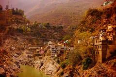 Byggnader på backen på floden Ganges 03356 Arkivbild
