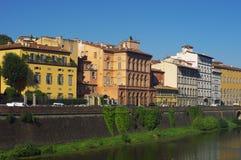 Byggnader på banken, Florence Arkivbild