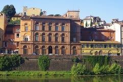 Byggnader på banken, Florence Arkivfoton