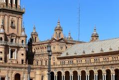 Byggnader på Berömd Plaza de Espana (var mötesplatsen för latin - amerikansk utställning av 1929) - spanjor kvadrerar i Seville Royaltyfria Bilder