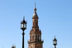 Byggnader på Berömd Plaza de Espana (var mötesplatsen för latin - amerikansk utställning av 1929) - spanjor kvadrerar i Seville Arkivbild