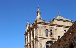 Byggnader på Berömd Plaza de Espana (var mötesplatsen för latin - amerikansk utställning av 1929) - spanjor kvadrerar i Seville Arkivbilder