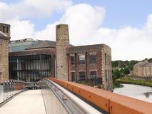 Byggnader på den 200 år berömmen av den Leeds Liverpool kanalen på Burnley Lancashire Arkivfoton