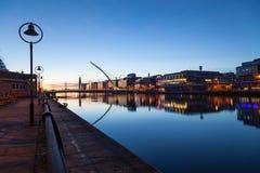 Byggnader på den Liffey flodstranden Fotografering för Bildbyråer